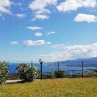 Caminia. Case Vacanze Appartamento Piano Terra con Giardino Vista Mare